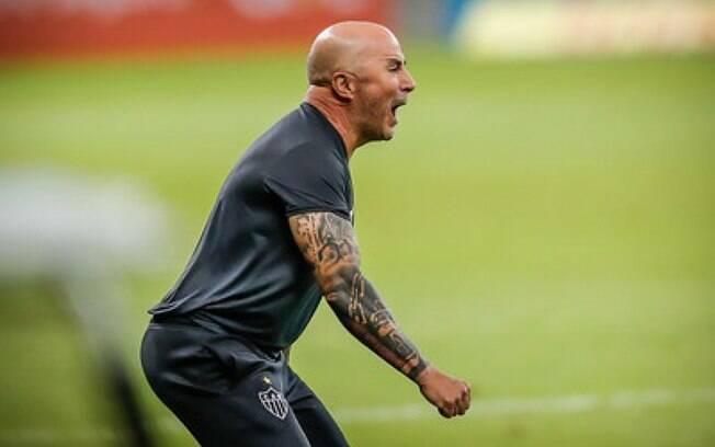 Sampaoli cobra do Galo salários em dia dos jogadores e aumenta atritos com a diretoria do clube