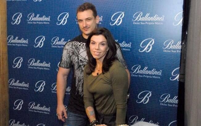 Penélope e marido em um evento antes de a ex-VJ entrar no confinamento