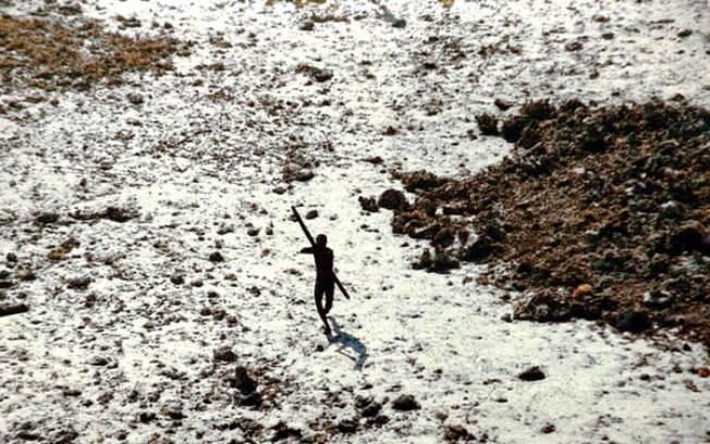 Aborígenes da tribo da Sentinela vivem isolados há 60 mil anos e não possuem imunidade contra vírus comuns