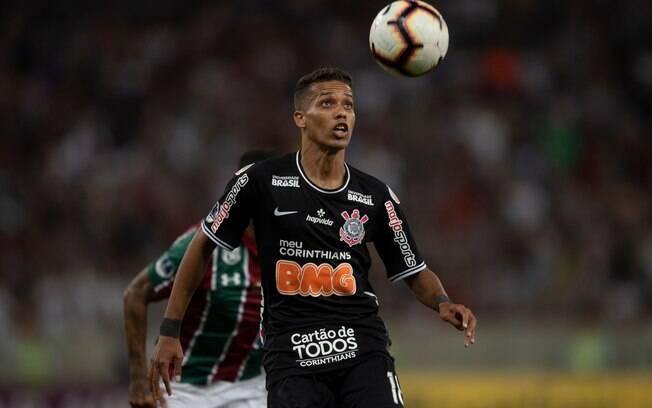 Pedrinho fica no Corinthians até o meio do ano