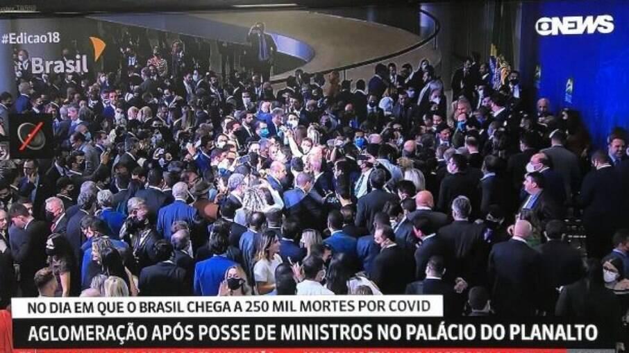 Bolsonaro promove glomeração de mais de 400 pessoas em posse do novo Ministro da Cidadania