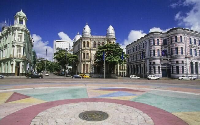 Marco zero e edifícios históricos no Recife antigo