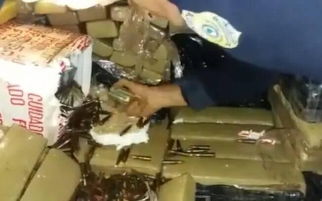 PRF apreendeu seis toneladas de maconha e grande carga de munição para fuzis que seguiriam para o RJ