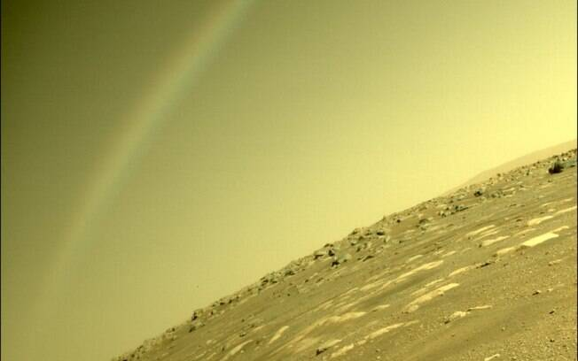 """Nasa divulga foto de """"arco-íris"""" em Marte"""