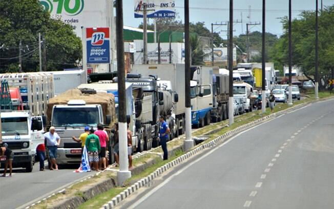 Caminhoneiros estão parados em 19 pontos de dez rodovias federais