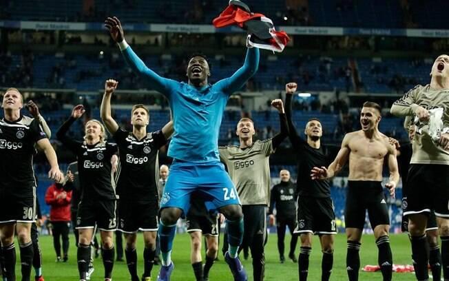Ajax deu show no Santiago Bernabéu e eliminou o Real Madrid na Champions League com direito a goleada por 4 a 1
