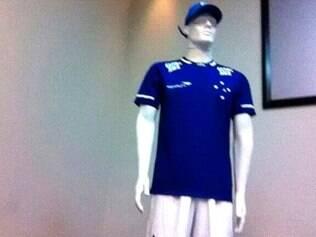 Foto da provável camisa do Cruzeiro fabricada pela Penalty vazou na internet recentemente