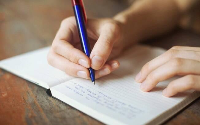 Copiar textos à mão ou no computador ajuda a melhorar estilo e ortografia