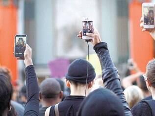 Necessário. 87% dos brasileiros que usam celular e acessam internet consideram serviço essencial