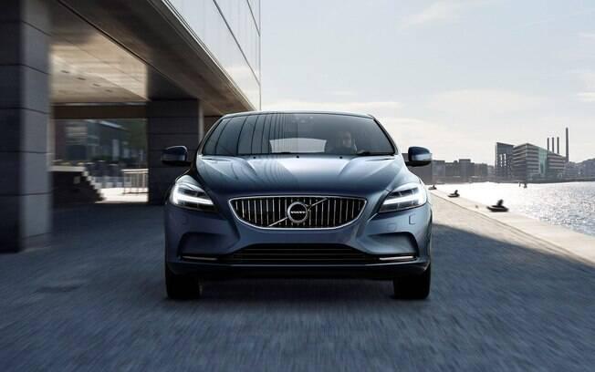 Volvo V40 2017 tem das principais mudanças estéticas na parte da frente, com novos faróis entre as novidades
