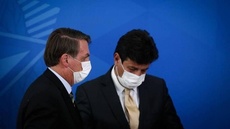 O presidente Jair Bolsonaro demitiu o ministro Luiz Henrique Mandetta em meio a primeira onda da Covid-19
