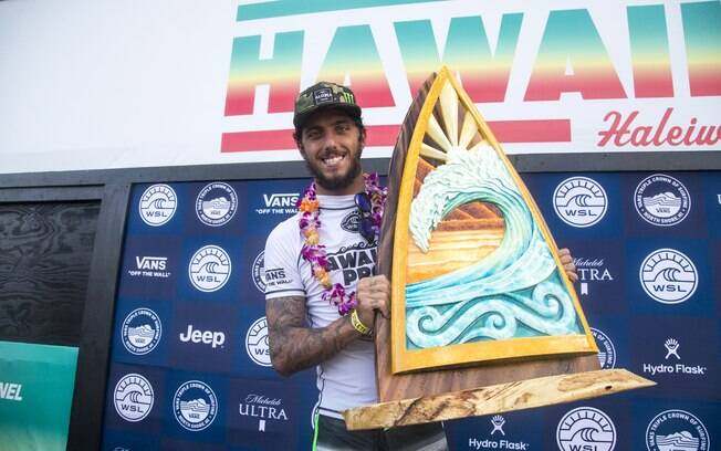 Filipe Toledo é o primeiro nome do surfe brasileiro a vencer o Hawaiian Pro