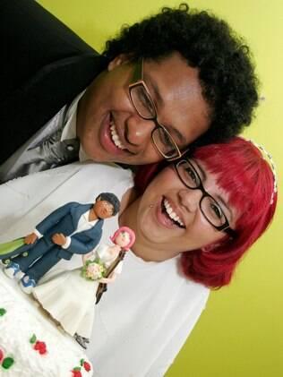 Junia e Tales escolheram se casar em dezembro pensando no bem-estar dos familiares