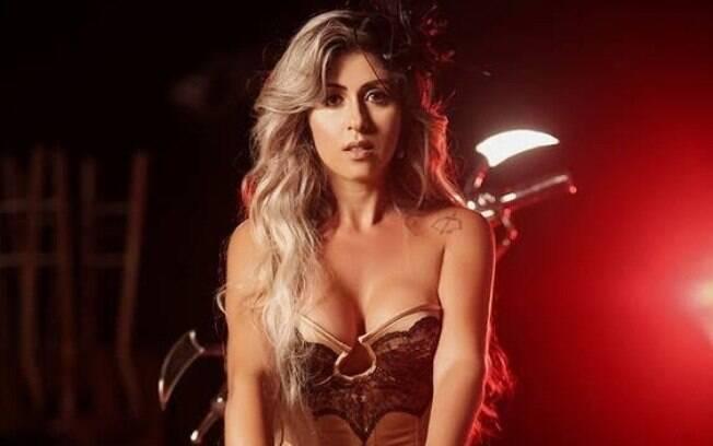 A sósia de Tatá Werneck, Cida Alves, já protagonizou ensaios para lá de sensuais, inclusive, um para a Playboy