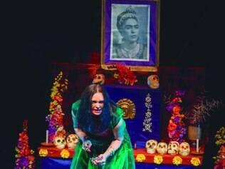 Força. Atriz Clarissa Baptista, também responsável pelo texto, interpreta Frida Kahlo, na peça que mostra a vida da pintora mexicana