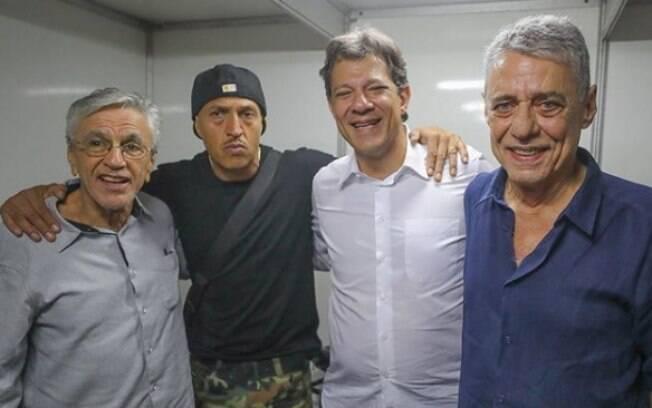 Evento em que Mano Brown critica o PT foi marcado também pela presença de aliados a Haddad, como Caetano e Chico