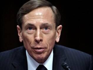 Ex-chefe da CIA assumirá culpa por vazar documentos secretos