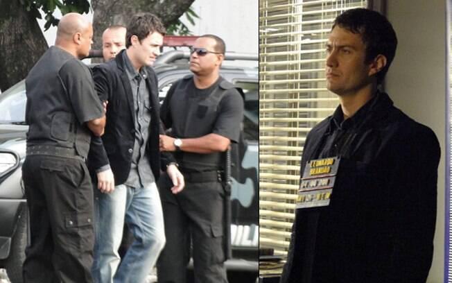 Léo é escoltado pelos policiais e fichado