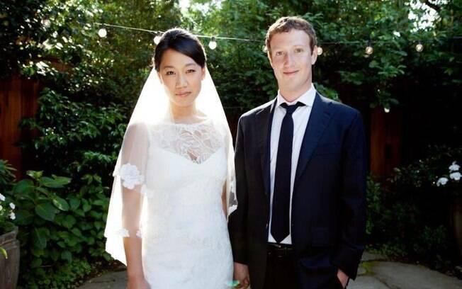 Mark Zuckerberg e Priscilla Chan logo após a cerimônia de casamento em Palo Alto na Califórnia