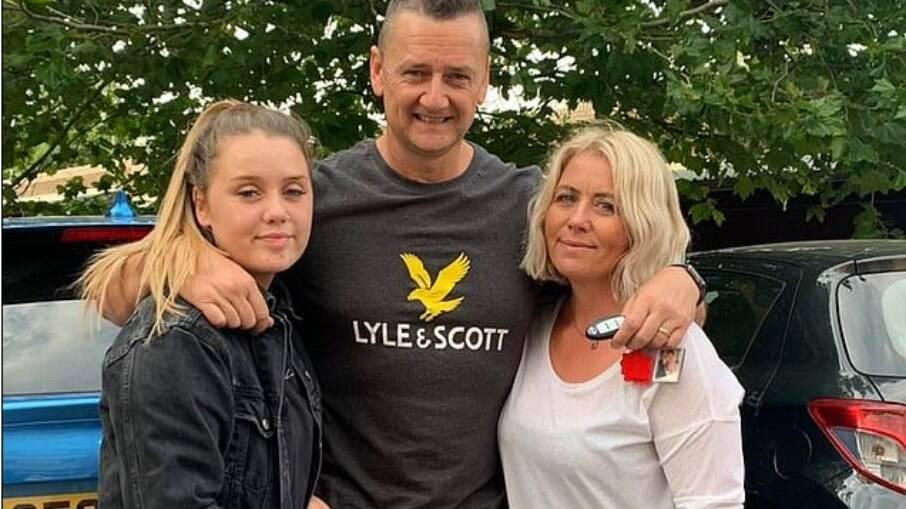 Adrian Smith encontou sua filha morta ao ser chamado para socorrer um acidente de carro