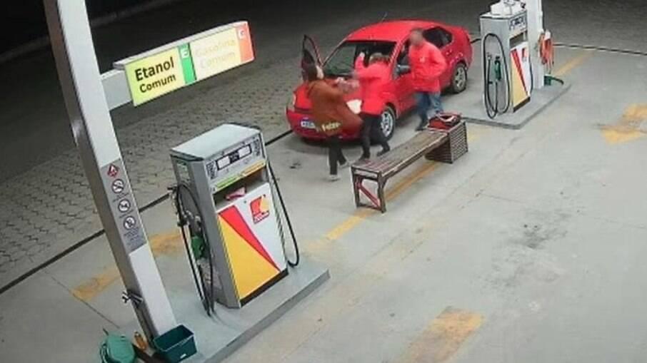 Frentista foi agredida por colocar R$ 3 a mais de gasolina por engano