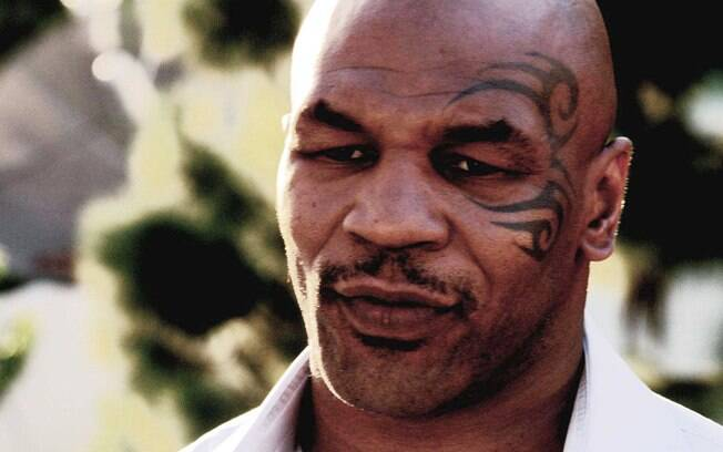 Em 1992, Mike Tyson foi condenado a seis anos  de prisão por ter estuprado uma mulher. Por bom  comportamento, cumpriu metade da pena