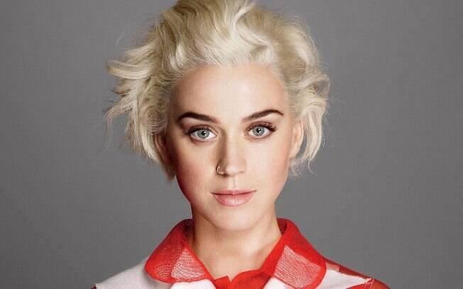 """Katy Perry declara que passou sua juventude em uma """"bolha além da bolha"""""""