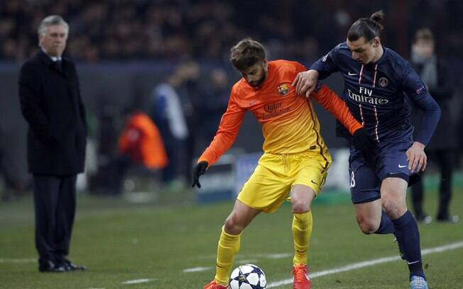 Ibrahimovic marca Piqué no jogo de ida das  quartas da Liga