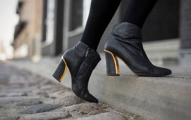 Os sapatos fechados e a botas ganham espaço nos dias mais frios e também devem participar da organização do armário