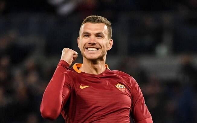 Edin Dzeko está na mira do Chelsea e pode deixar a Roma