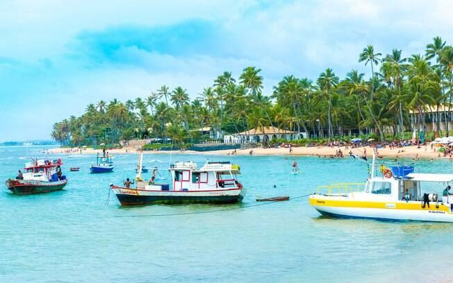 Viajar para o Nordeste é uma aposta para o verão e as praias, como essa que fica na Bahia, fazem muito sucesso