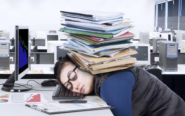 Virar a noite no trabalho é uma das coisas de adulto que ninguém te avisou que iria passar.