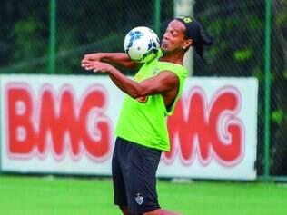 Ausente. Das 21 partidas disputadas pelo Galo neste ano, Ronaldinho Gaúcho disputou apenas nove por causa de lesões