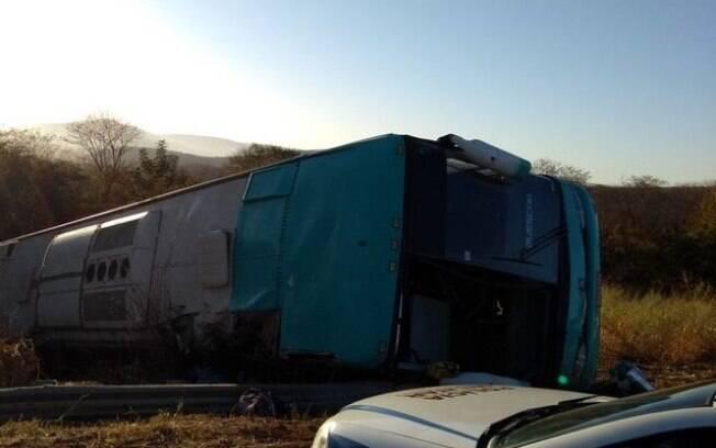 Ônibus saiu da cidade de São Paulo com destino a Euclides da Cunha, na Bahia; acidente aconteceu de madrugada