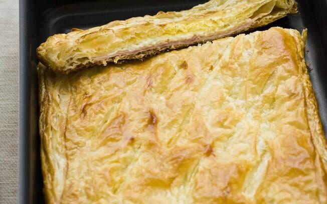 Foto da receita Massa folhada com presunto e queijo pronta.