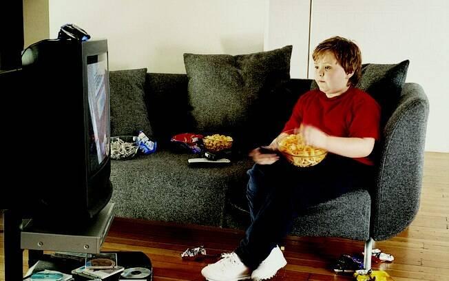 Consumo de gorduras saturadas, de carboidratos e de açúcar e o excesso de sal deixam as crianças mais propensas a sofrerem eventos cardiovasculares