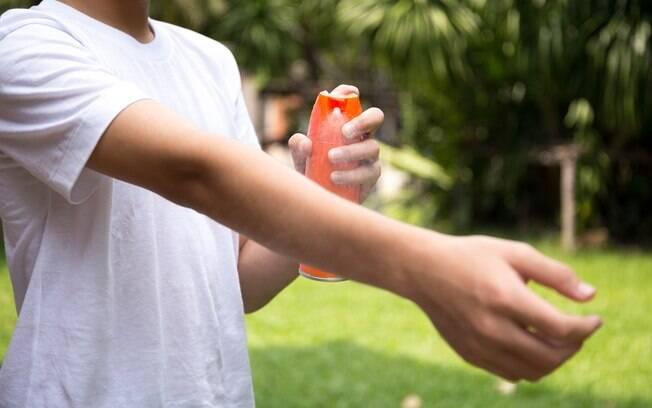 Repelente também é indicado durante o carnaval, até mesmo para se prevenir contra doenças como a zika e a chikungunya