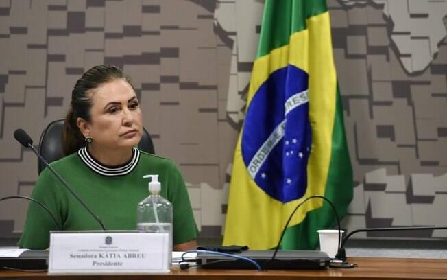 'Nos convertemos em um grande covidário', afirmou a senadora Kátia Abreu à BBC News Brasil