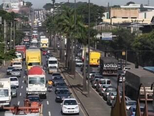Intenso. Média de 300 mil veículos trafegam diariamente pelos principais corredores da cidade