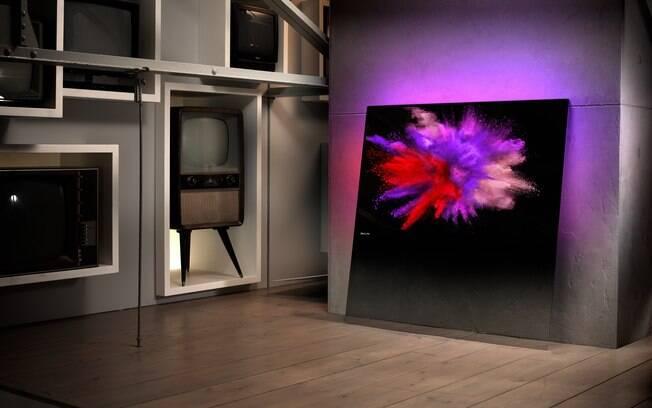 O televisor ultrafino, do designer holandês Rod White, dispensa suportes e deve chegar no País em outubro