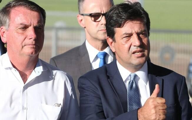 Mandetta afirma que Bolsonaro o critica para desviar sua culpa diante descontrole da Covid-19