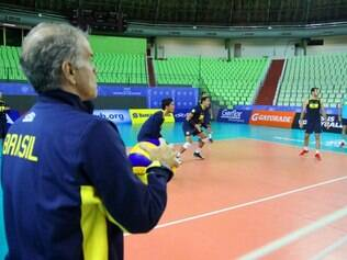 Bernardinho sabe que Brasil precisa evoluir nos jogos contra a Polônia