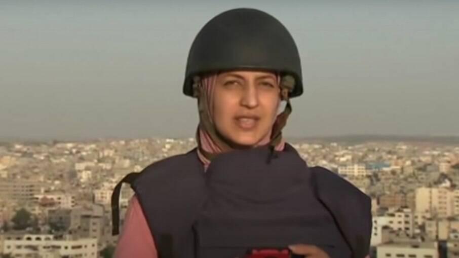 Jornalista foi surpreendida com bombardeio enquanto gravava reportagem