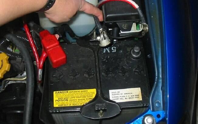Mesmo quando está parado, o carro continua a consumir a carga da bateria com alguns equipamentos.