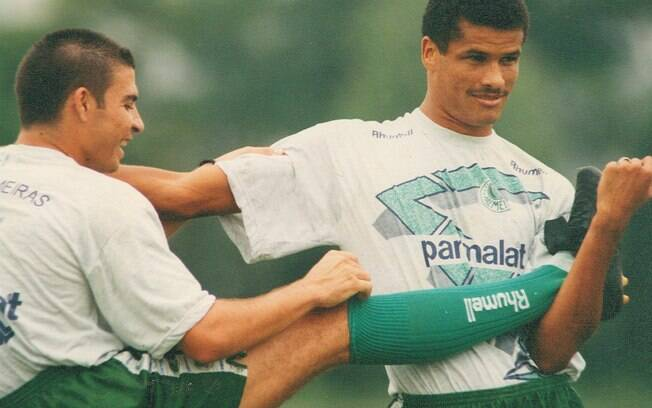 Rivaldo (direita) trocou o Corinthians pelo  Palmeiras em 1994