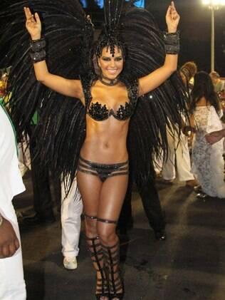 Mariana Rios desfila pela Mocidade, na Sapucaí