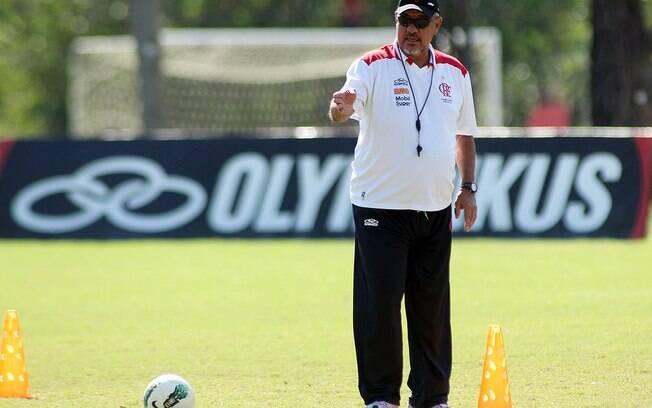 Joel Santana em ação no comando do Flamengo,  em 2012