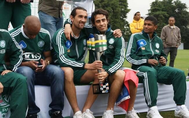 Ausentes em Curitiba, Barcos e Valdivia  comemoraram muito a conquista da Copa do Brasil