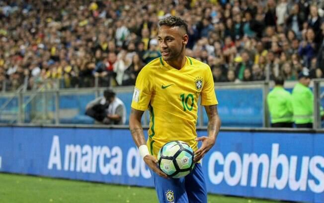 Neymar Junior defende a seleção brasileira de futebol desde 2010 e é o terceiro maior artilheiro da história