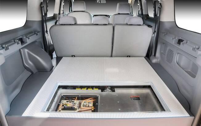 Todo o conjunto que gera energia para as baterias pesa 250 kg e ocupa boa parte do porta-malas da van